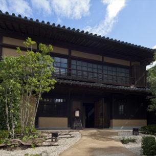 江戸時代の古建築を旅館の顔として再生