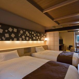 デッキ~広縁~和室~ベッドルーム 視線が抜ける客室