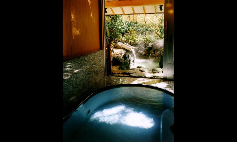 既存庭園を活かした貸切風呂