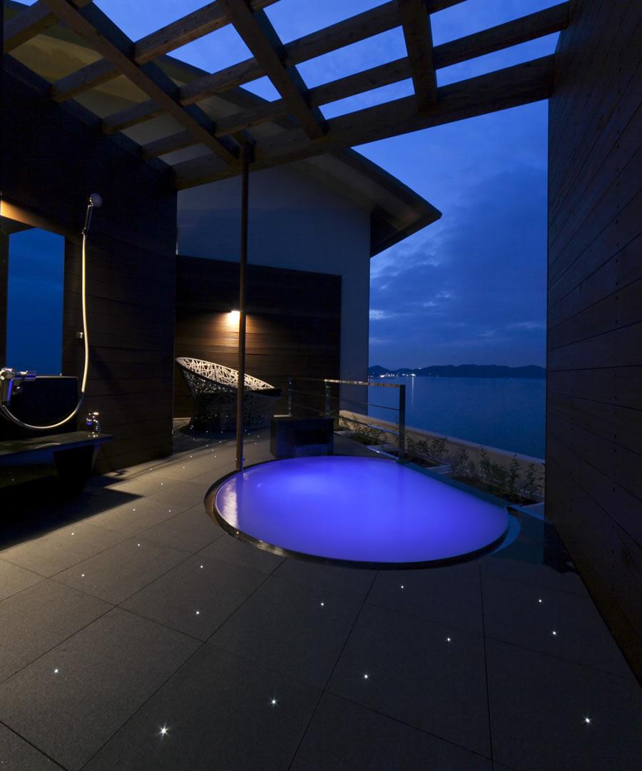 絶景を味わい尽くす開放展望風呂