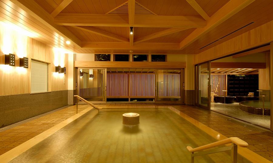既存大浴場との接続により、広大さが他にない贅沢となった大浴場