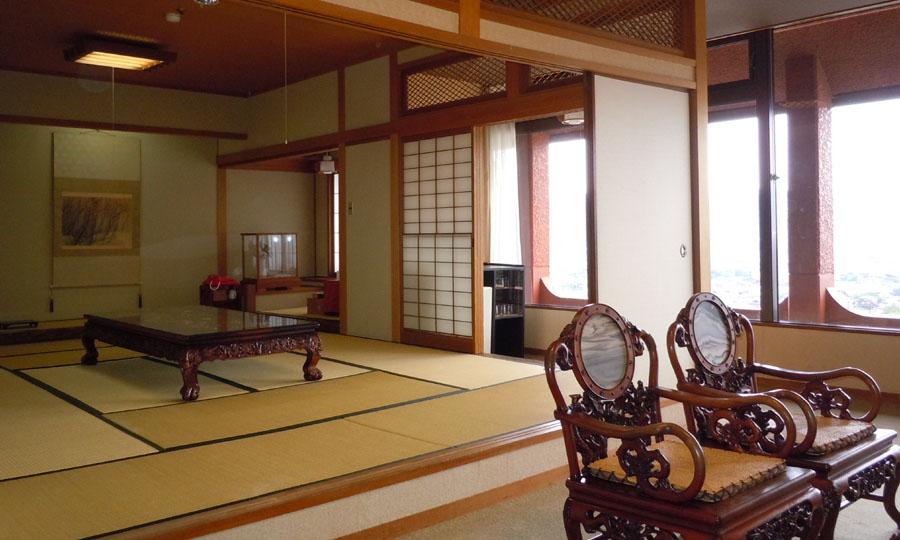 自然光で満たされる客室空間